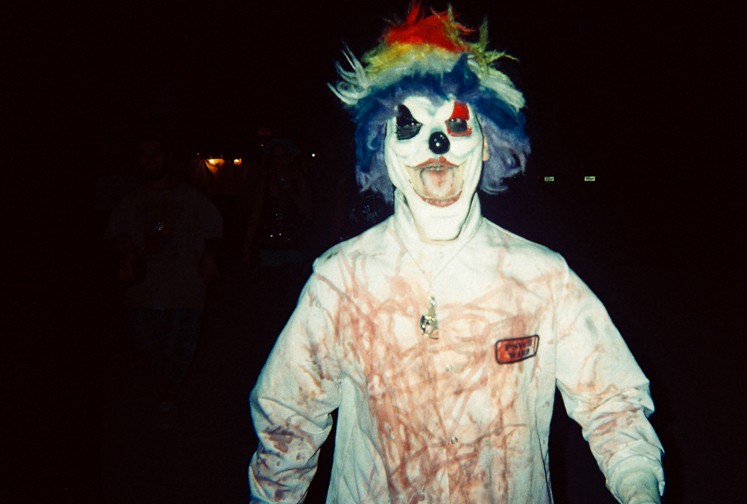 http://colleendurkin.com/files/gimgs/16_colleen-durkin-photography-fashion-lifestyle-fun-film-chicago-gathering-of-the-juggalos-cave-in-rock-il-2012-juggalo-family-whoop-whoop-festival-fest-clown.jpg