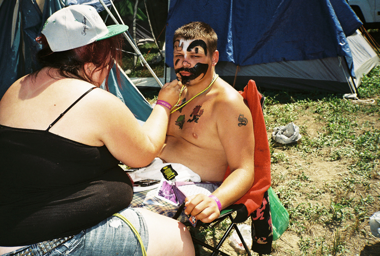 http://colleendurkin.com/files/gimgs/16_colleen-durkin-photography-fashion-lifestyle-fun-film-chicago-gathering-of-the-juggalos-cave-in-rock-il-2012-juggalo-family-whoop-whoop-festival-fest-face-paint-tent.jpg