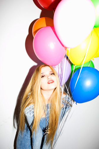 http://colleendurkin.com/files/gimgs/18_nylon-magazine-sky-ferreira-ballons-colleen-durkin-photography-fashion-lifestyle-fun-film-chicago.jpg