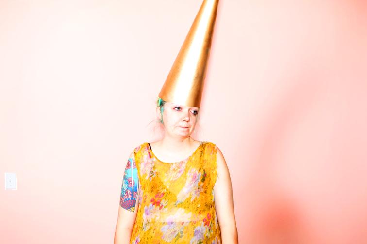 http://colleendurkin.com/files/gimgs/20_krissie-dunce-cap-chicago-fashion-lifestyle-fun-photographer.jpg