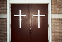 15_colleen-durkin-photography-fashion-lifestyle-fun-film-chicago-places-travel-holy-door-church.jpg