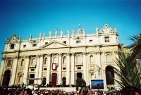 15_colleen-durkin-photography-fashion-lifestyle-fun-film-chicago-places-travel-pope-italy-vatican-city-big-screen-palm-olive-church-rome.jpg