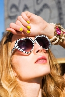 18_lolita-heart-sunglasses-colleen-durkin-photography-fashion-lifestyle-fun-film-chicago.jpg