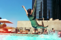 21_colleen-durkin-photography-fashion-lifestyle-fun-film-chicago-los-angeles-hotel-swimming-pool-toss-splash.jpg